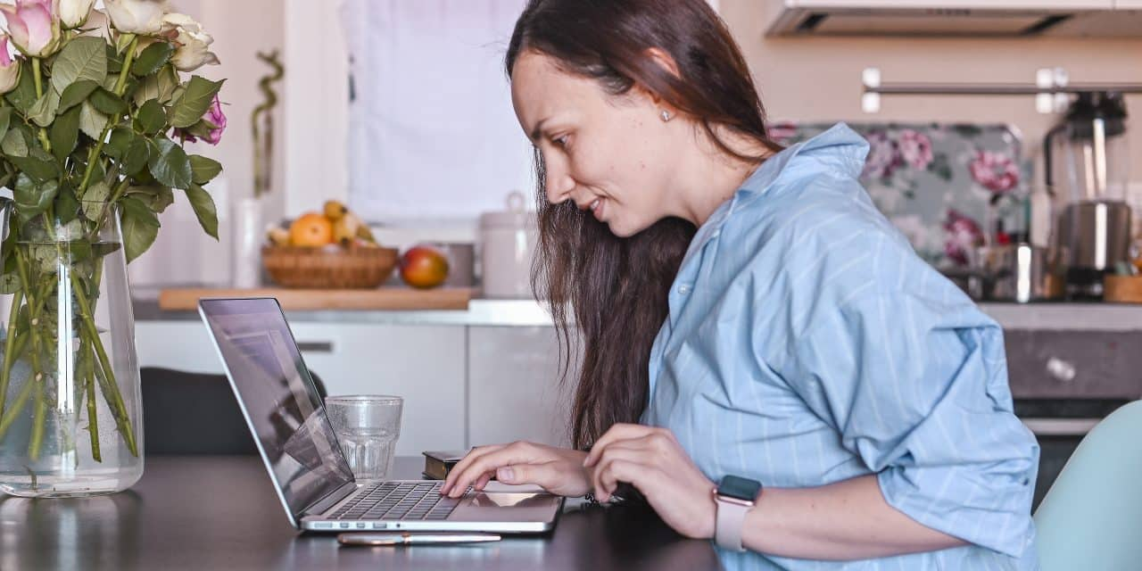 7 Flexible Side Hustles for Moms That Can Help You Earn as Much as $50 per Hour